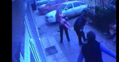 فيديو.. لحظة إنقاذ سائق لطفلة روسية أثناء سقوطها من الطابق الخامس