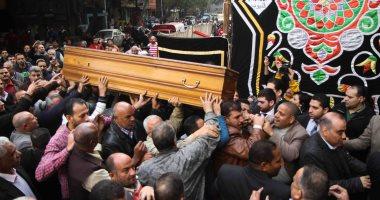 وداعا إبراهيم سعدة.. المئات يشيعون جثمان الكاتب الصحفى الكبير من مسجد عمر مكرم