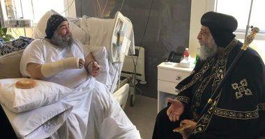 صور.. البابا تواضروس يزور الأنبا يؤانس بالمستشفى للاطمئنان على صحته