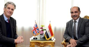 وزير الطيران يبحث مع سفير بريطانيا سبل دعم العلاقات الثنائية