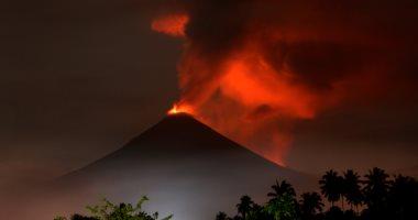 بسبب ثوران بركان جبل أجونج.. مطار بالى بإندونيسيا يلغى رحلات جوية