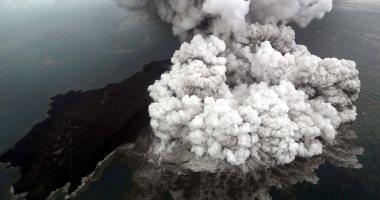 إندونيسيا تغير مسارات جميع الرحلات الجوية حول بركان أناك كراكاتاو