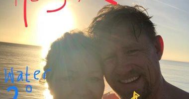 شاهد كيف احتفل أسطورة حراسة المرمى الدنماركى بيتر شمايكل بالكريسماس مع زوجته؟