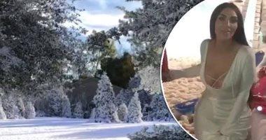 حولت بيتها لفريزر.. كيم كارديشيان تحتفل بالكريسماس فى بيت من الثلج
