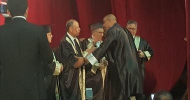 صور.. شعبان الأمير أستاذ الترميم يحصد جائزة جامعة الفيوم للتفوق فى خدمة المجتمع