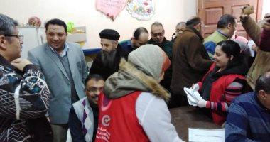 صور.. توافد المواطنين على كنيسة دميانة بكفر الشيخ للمسح الطبى بـ100 مليون صحة