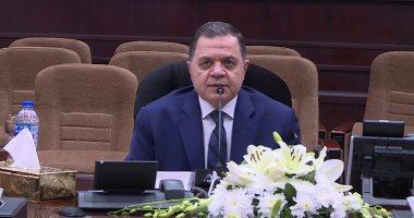 وزير الداخلية يكافىء 917 شرطيا لمساهمتهم فى أداء رسالة الأمن