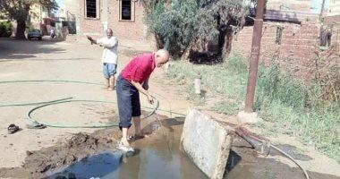 صور.. كفر قرطام فى الغربية بلا خدمات.. والصرف الصحى يغرق المنازل والشوارع