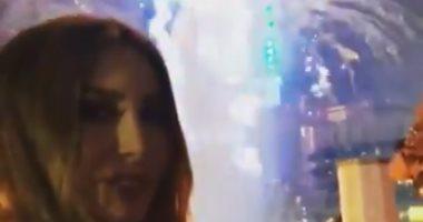 شاهد لحظة احتفال الفنانة يارا بليلة رأس السنة من برج خليفة بدبى