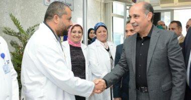 صور.. يونس المصرى يتفقد مستشفى مصر للطيران