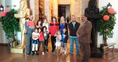 صور.. حفيدة أول وزير للسد العالى تزور متحف النيل بأسوان
