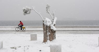 عواصف ثلجية تجتاح مناطق متفرقة فى اليونان وشلل فى حركة النقل