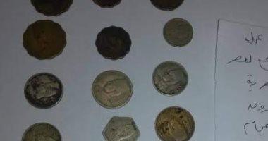 جمارك مطار برج العرب تضبط محاولة تهريب كمية من العملات الأثرية