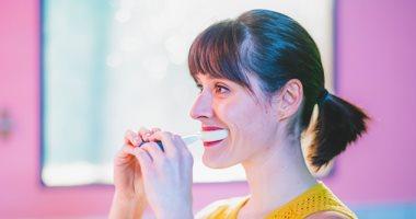 فرشاة أسنان ذكية تتعلم عاداتك وتنبهك بالأماكن الأكثر حاجة للتنظيف