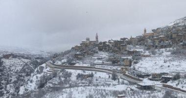 عاصفة ثلجية تشل الحياة فى لبنان