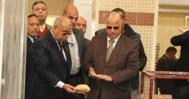 محافظ القاهرة يتابع اليوم الثانى للاستفتاء من غرفة عمليات المحافظة