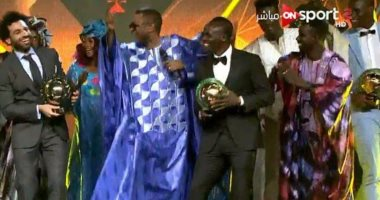 """محمد صلاح يحتفل بتتويجه أفضل لاعب فى أفريقيا بــ""""رقصة أفريقية"""".. فيديو"""