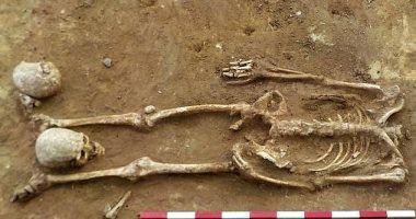 """صور.. """"قطع الرأس ووضعها بين الأرجل"""" طريقة الدفن الرومانية القديمة"""