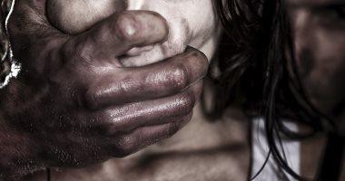 إحالة سائق بتهمة اغتصاب طفلة بائعة مناديل بالقطامية للجنايات