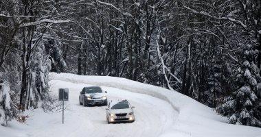 شلل مرورى بسبب استمرار تساقط الثلوج فى بولندا