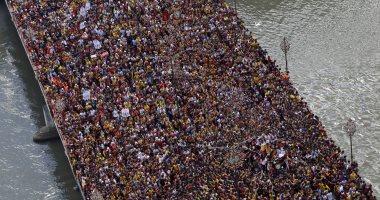 """ملايين الفلبينيين يحتشدون فى شوارع مانيلا للمس تمثال """"الحظ"""""""