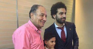 بعد بكائه.. محمد صلاح يحقق أمنية طفل وينتظره فى مطار دبى لمقابلته