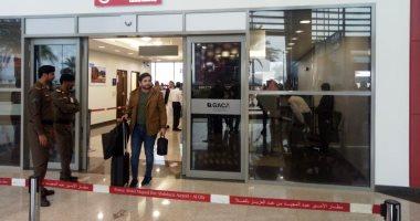 صور.. فنانون وإعلاميون يصلون السعودية لحضور حفل الموسيقار عمر خيرت