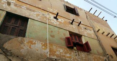 """صور.. تصدع 7 منازل فى """"بنى هارون"""" ببنى سويف.. وإخلاء السكان تحسبا لانهيارها"""