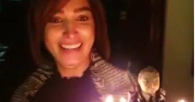 شاهد.. احتفال روجينا بعيد ميلاد زوجها أشرف ذكى.. فيديو