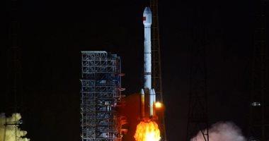 الصين تطلق قمرا صناعيا لخدمات الاتصالات والبث