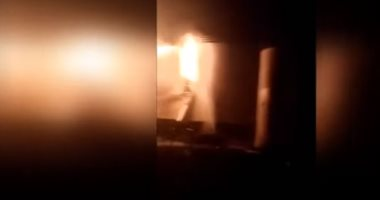 شاهد.. حريق فى مصفاة نفط بعدن بعد انفجار ضخم