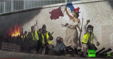 """لوحة """"الحرية تقود الشعب"""" بطريقة حديثة فى باريس"""