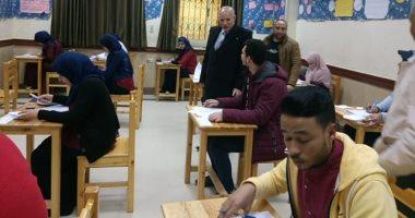 مدير التأمين الصحى بنى سويف يتابع سير امتحانات معهد التمريض