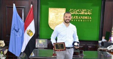 صور.. باحث مصرى خريج جامعة الإسكندرية يصنف الأفضل إفريقيًا فى طب الأسنان