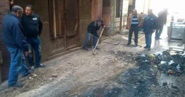 """أزمة بالصرف الصحى داخل """"سوق الحصر"""" بالإسكندرية.. والحى يرفع المياه"""