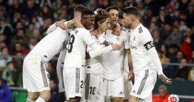 ريال مدريد يتطلع لإنعاش حظوظه في الدوري الإسباني أمام إشبيلية