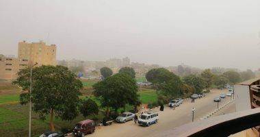 رياح مثيرة للرمال والأتربة تضرب مناطق متفرقة بالمحافظات وتمتد للقاهرة والجيزة