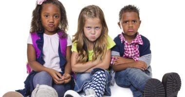 كيف تتصرفين إذا أصيب طفلك بنوبة غضب خارج المنزل؟