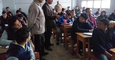 صور.. طلاب الصف الأول الثانوى بالإسكندرية: امتحان الجغرافيا سهل ومن المنهج