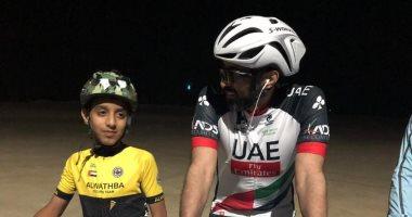 شاهد.. قادة أبو ظبى الشباب يشاركون فى فعاليات رياضية وسباق الدراجات