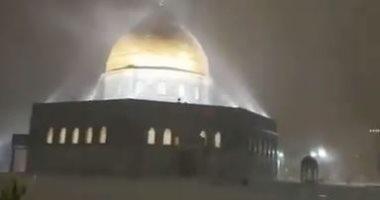 فيديو وصور.. تساقط الأمطار والثلوج فوق مسجد قبة الصخرة بالقدس