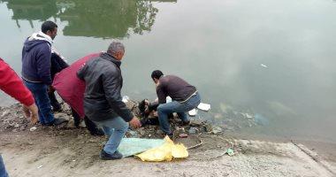 صور  .. العثور على جثة مجهولة الهوية بمياه بحر مويس بالشرقية