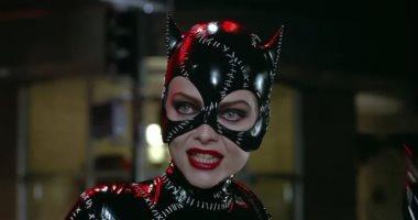 """صور.. """"مفيش حاجة بتفضل على حالها"""" شوف قطة باتمان شكلها اتغير إزاى"""