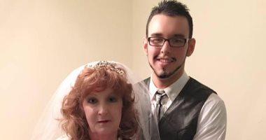 حب فى الجنازة.. قصة زواج امرأة بشاب يصغرها بـ53 عاما (صور)