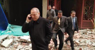 نائب محافظ القاهرة يقود حملة لإزالة مخالفات بناء بالنزهة.. صور