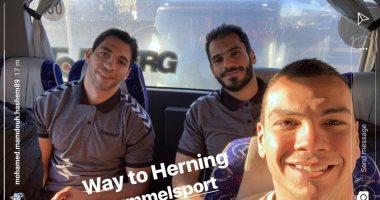 سيلفى فراعنة كرة اليد فى الطريق إلى هيرنينج بعد التأهل للدور الرئيسي بالمونديال