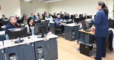 مدير مشروع رواد 2030 تتابع برنامج منحة إتقان مهارات العمل بالجامعة الأمريكية