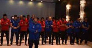 لاعبو الأهلي يؤدون صلاة الجمعة فى فندق الإقامة بالجزائر