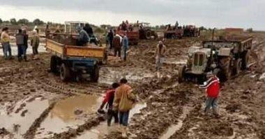 """صور.. مأساة أهالى 10 قرى وصولاً إلى المقابر فى """"الطين"""" بكفر الشيخ"""