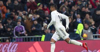 ريال مدريد يتقدم على أتلتيكو 1-0 بعد 16 دقيقة من مقصية كاسيميرو